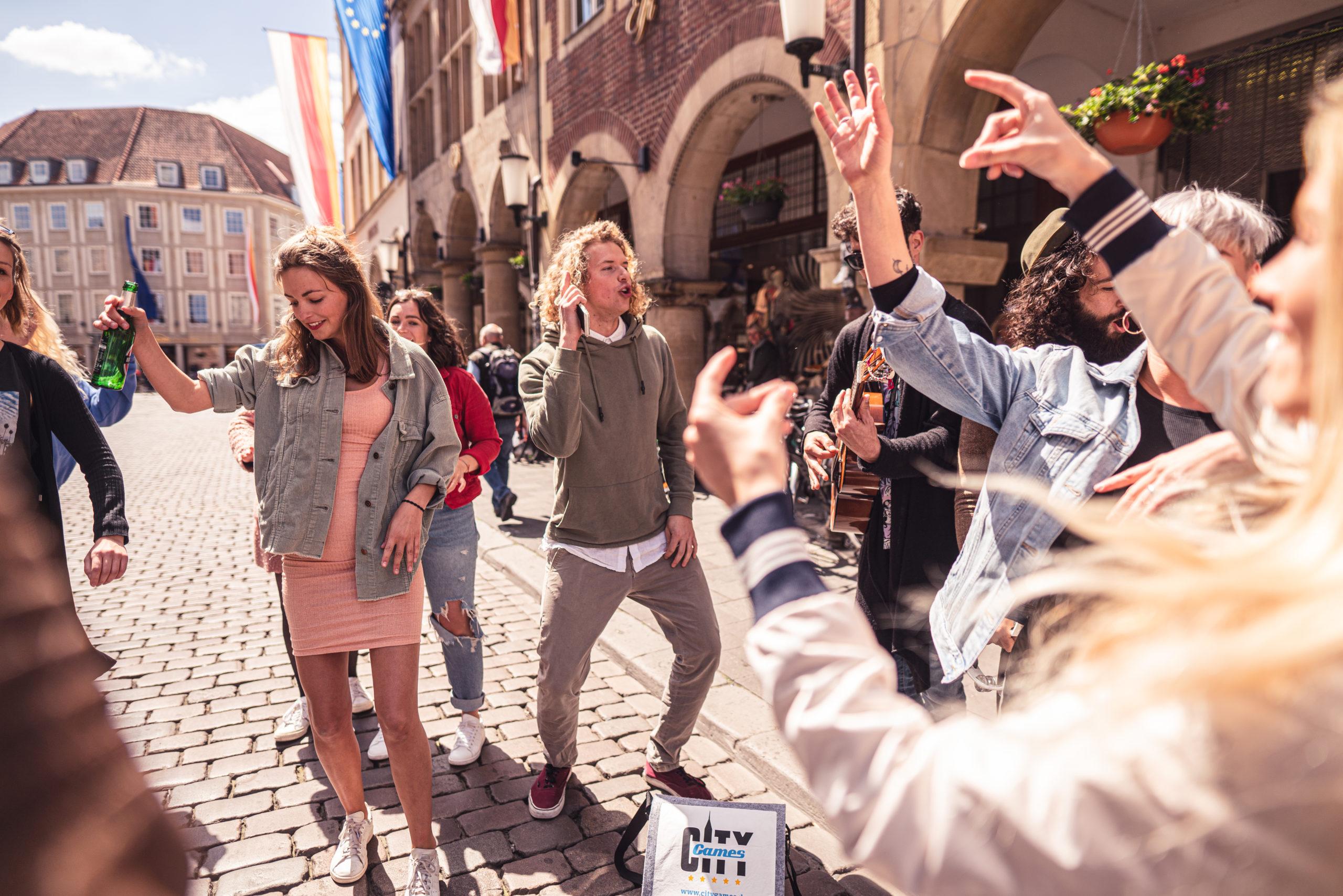 CityGames Dresden Sightseeing Party Tour: ausgelassene Partygruppe